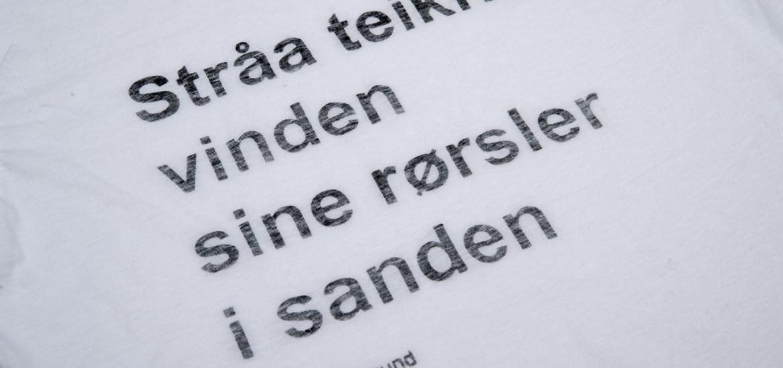 LOKAL POESI PÅ KANT T-SKJORTE